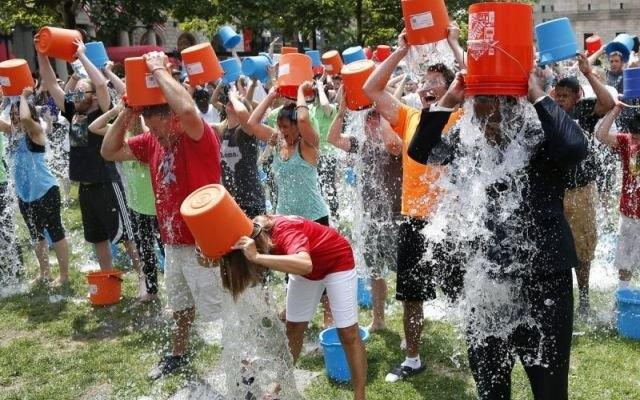 Siker a jegesvizes kihívás - rengeteg adomány gyűlt össze az ALS gyógyítására!
