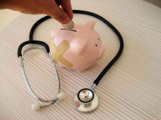 Orvosi praxisok betöltésének támogatására októberig lehet pályázni