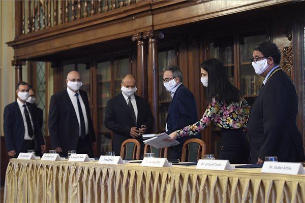Koronavírus - A májusi országos szűrés eredményéről tartottak sajtótájékoztatót