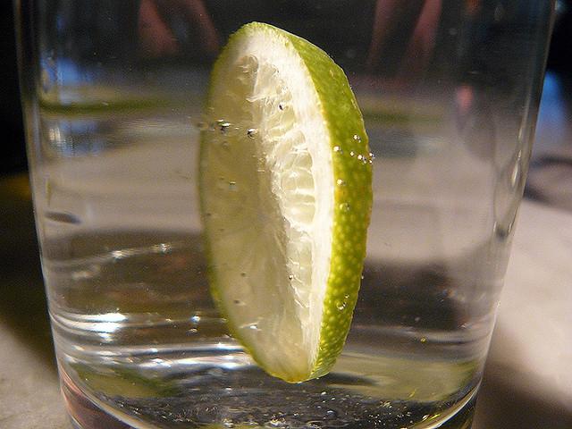 Ugyanolyan veszélyes az ittas vezetés, mint a kevés folyadékfogyasztás