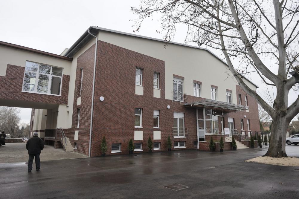 Átadták a felújított hódmezővásárhelyi és makói kórházakat