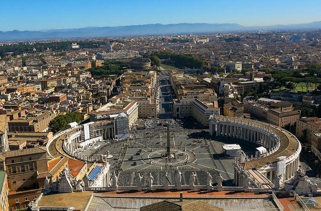 A Vatikán ingyenes orvosi rendelőt biztosít a hajléktalanok számára.