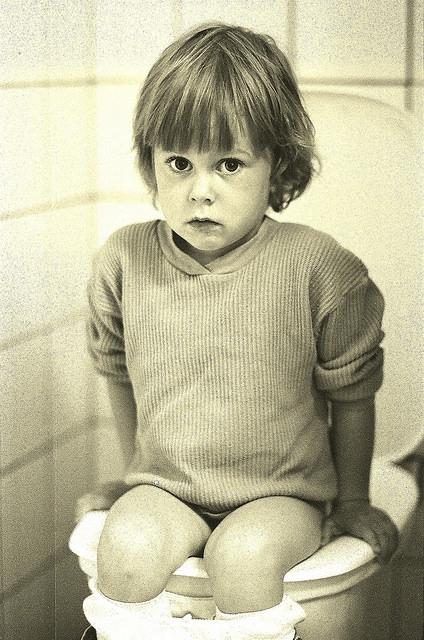 Húgyúti fertőzések, nedves nadrágok: szégyene az iskolai mosdóban