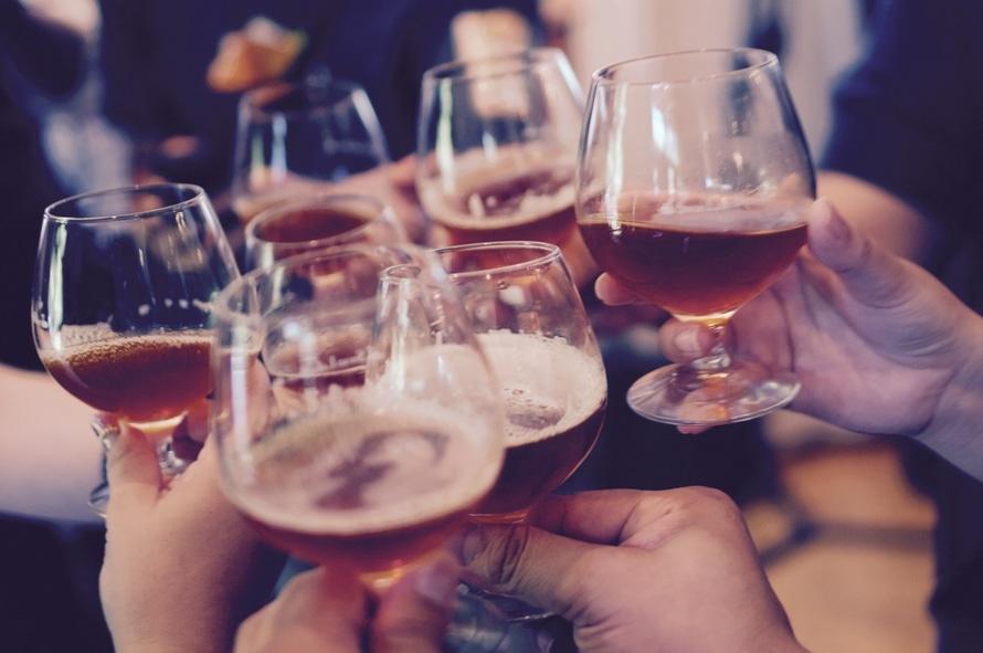 Az alkoholfogyasztás kis mennyiségben is rákot okozhat