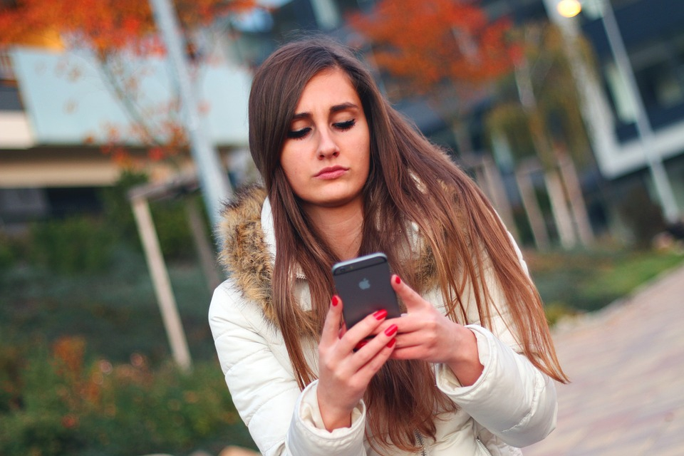 A túlzásba vitt mobilhasználat szorongást vagy depressziót mutathat