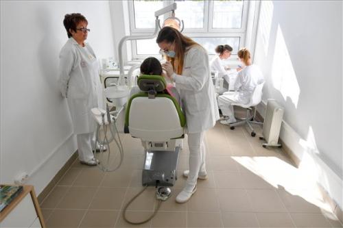 Iskola-egészségügyi központot avattak Debrecenben